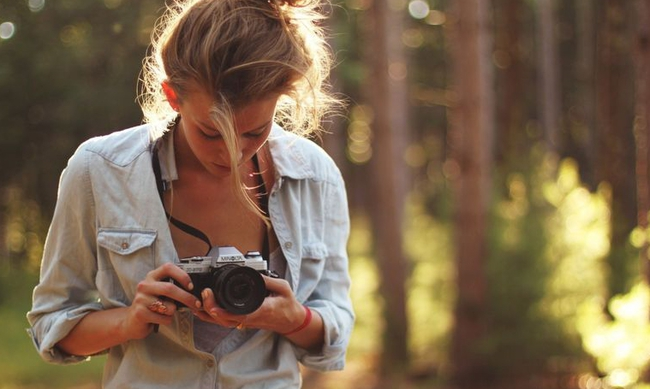 424870-girl-taking-photos-outdoors-1920x1080-wide-wallpapers.net_.jpg