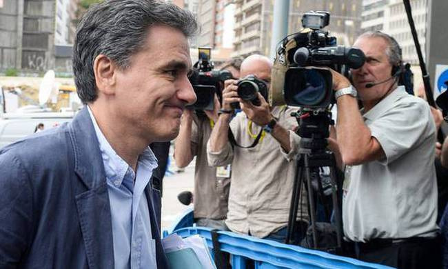 682928-tsakalotos-eurogroup.jpg