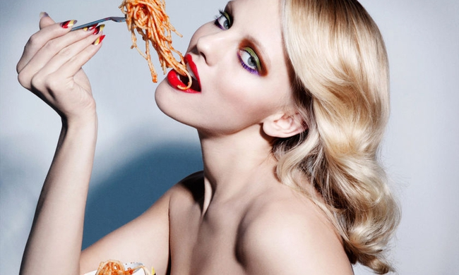 427168-4004-model-eating-junk-food-spaghetti-beauty-images-1200x800.jpg