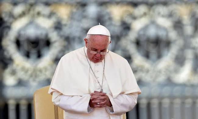 688135-pope_prayer.jpg