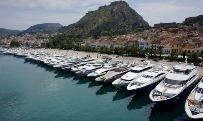 704794-luxury-yachts-on-display-at-the-2014-meditteranean-yacht-show-665x382.jpg