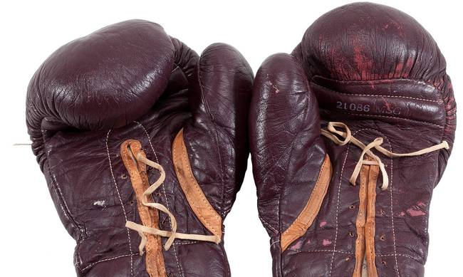 712384-auction-boxing.jpg