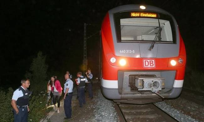 714174-pay-alleged-axe-attack-on-train-in-northern-bavaria.jpg