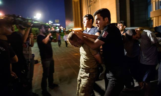 715457-la-fg-turkey-coup-pictures-.jpeg