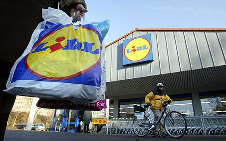 A Lidl client carries a shopping bag in...A Lidl client carries a shopping bag in front of a supermarket of the German retail chain in Frankfurt/M., 10 December 2004. German union ver.di published a book exposing the alleged climate of fear in which the employees of Lidl work.      AFP PHOTO    DDP/THOMAS LOHNES    GERMANY OUT(Photo credit should read THOMAS LOHNES/AFP/Getty Images)