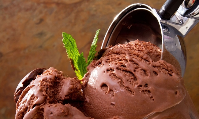 445131-bigstock-delicious-chocolate-ice-cream-11924570.jpg