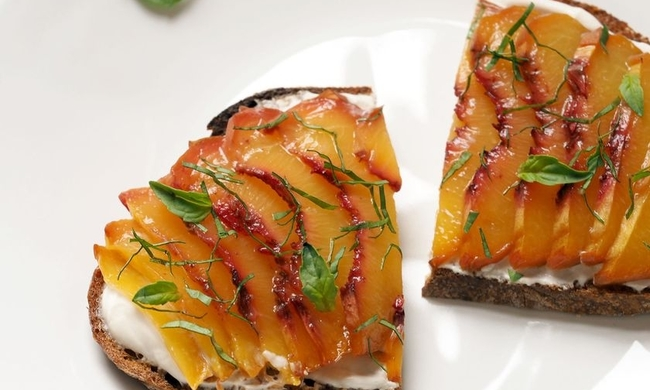 445314-2a8cad77ab6f66c9_peach-bruschetta-close-up-horizontal-ahs.jpg