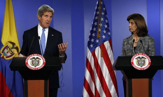 717530-colombia-us-kerry.jpg