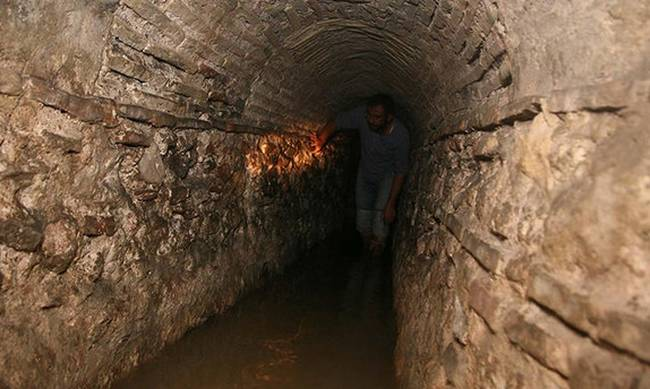 735900-645x344-ancient-underground-passage-found-in-historic-izmir-neighborhood-1476029421179.jpg