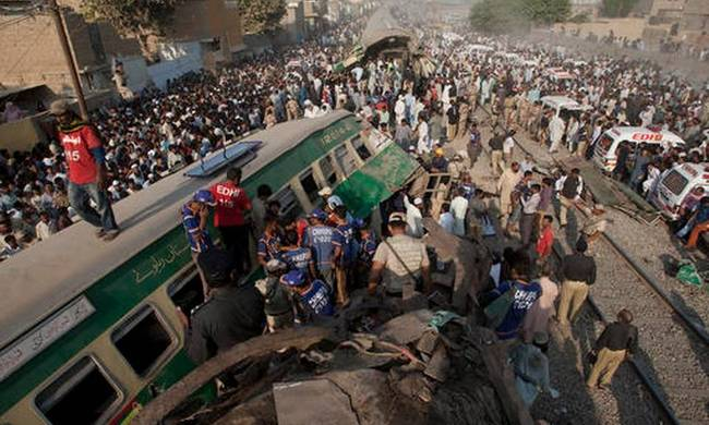 742098-aptopix-pakistan-train-accident.jpeg