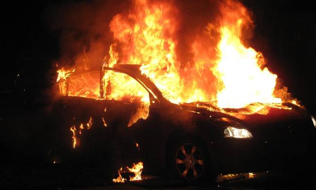 743341-car-on-fire.jpg