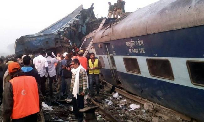 747403-india-train-acccident.jpg