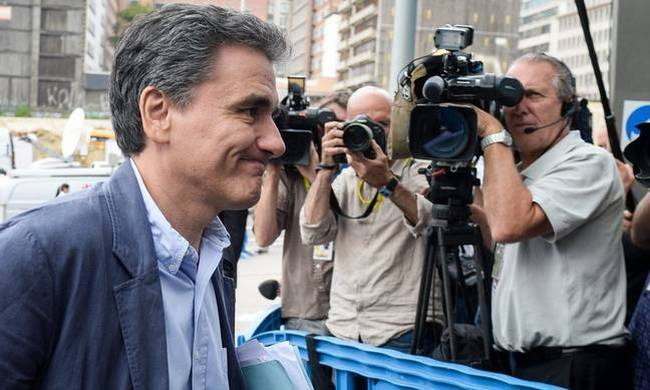 748444-tsakalotos-eurogroup.jpg