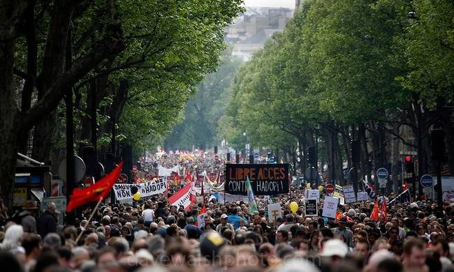 789537-may-day-paris.jpg