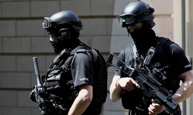 795854-armed-police-officers-britain.jpg